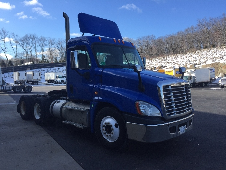 Day Cab Tractor-Heavy Duty Tractors-Freightliner-2011-Cascadia 12564ST-CRANSTON-RI-306,388 miles-$35,250