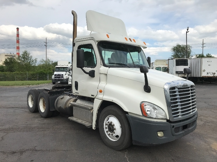 Day Cab Tractor-Heavy Duty Tractors-Freightliner-2011-Cascadia 12564ST-KANSAS CITY-MO-300,747 miles-$35,500