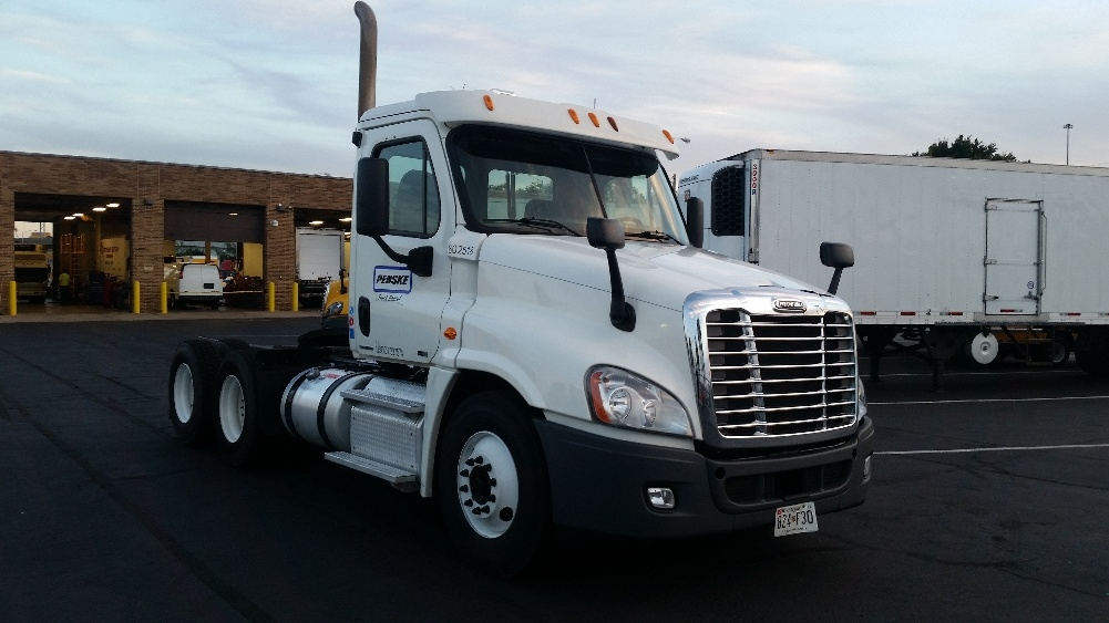 Day Cab Tractor-Heavy Duty Tractors-Freightliner-2011-Cascadia 12564ST-ESSEX-MD-418,891 miles-$33,000