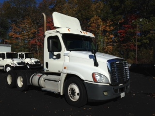 Day Cab Tractor-Heavy Duty Tractors-Freightliner-2011-Cascadia 12564ST-SCARBOROUGH-ME-415,093 miles-$29,250