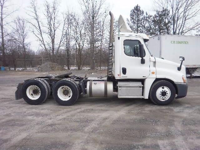 Day Cab Tractor-Heavy Duty Tractors-Freightliner-2011-Cascadia 12564ST-WHITESBORO-NY-281,835 miles-$30,250