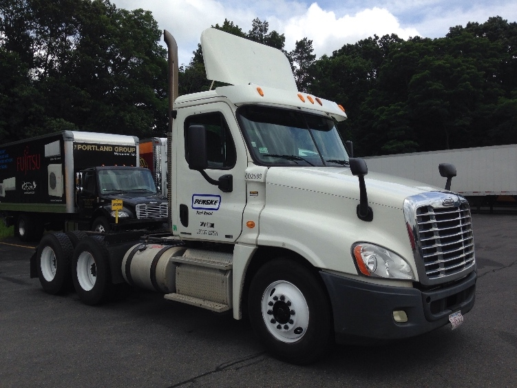 Day Cab Tractor-Heavy Duty Tractors-Freightliner-2011-Cascadia 12564ST-LAWRENCE-MA-289,832 miles-$36,000
