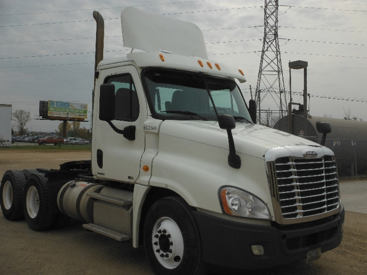 Day Cab Tractor-Heavy Duty Tractors-Freightliner-2011-Cascadia 12564ST-FOND DU LAC-WI-279,330 miles-$48,500