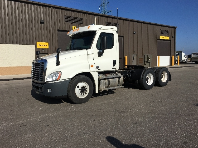 Day Cab Tractor-Heavy Duty Tractors-Freightliner-2011-Cascadia 12564ST-FOND DU LAC-WI-292,567 miles-$46,500