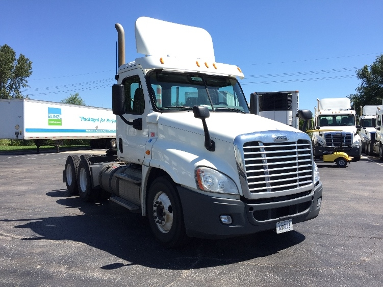 Day Cab Tractor-Heavy Duty Tractors-Freightliner-2011-Cascadia 12564ST-KANSAS CITY-MO-319,176 miles-$30,500