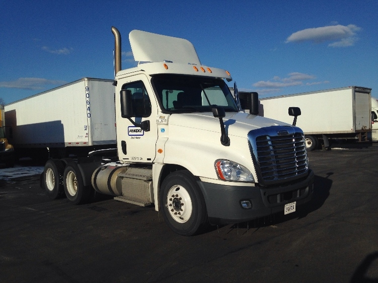 Day Cab Tractor-Heavy Duty Tractors-Freightliner-2011-Cascadia 12564ST-EAGAN-MN-443,590 miles-$35,250