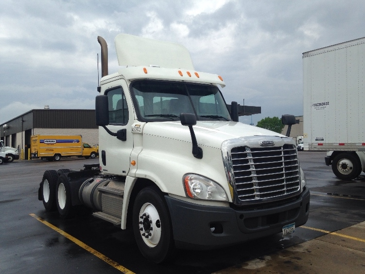 Day Cab Tractor-Heavy Duty Tractors-Freightliner-2011-Cascadia 12564ST-EAGAN-MN-312,043 miles-$37,250