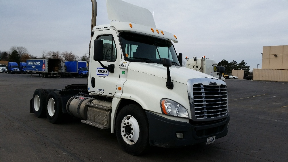 Day Cab Tractor-Heavy Duty Tractors-Freightliner-2011-Cascadia 12564ST-KANSAS CITY-MO-441,095 miles-$35,500