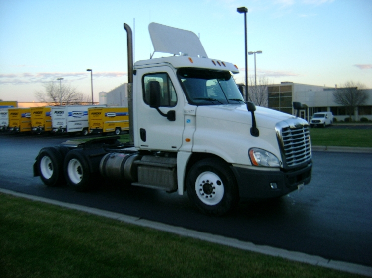 Day Cab Tractor-Heavy Duty Tractors-Freightliner-2011-Cascadia 12564ST-DE PERE-WI-388,890 miles-$28,750