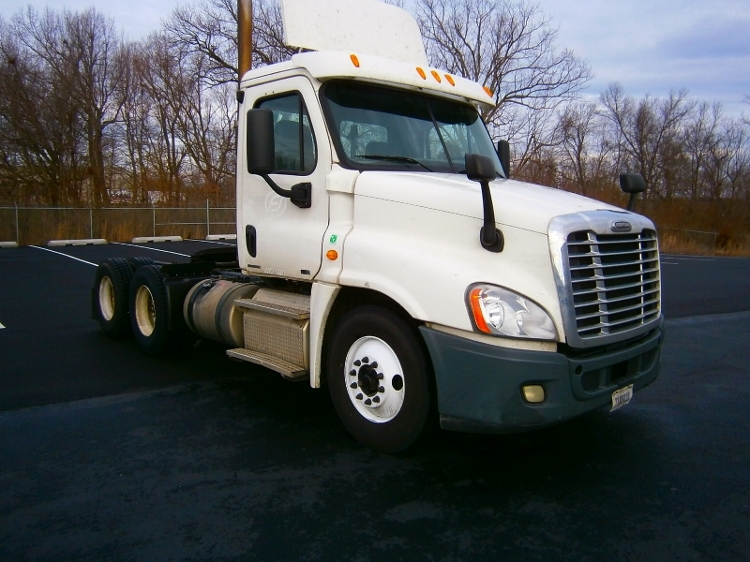Day Cab Tractor-Heavy Duty Tractors-Freightliner-2011-Cascadia 12564ST-ELIZABETHTOWN-KY-444,929 miles-$28,750
