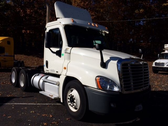 Day Cab Tractor-Heavy Duty Tractors-Freightliner-2011-Cascadia 12564ST-EDISON-NJ-227,298 miles-$39,750