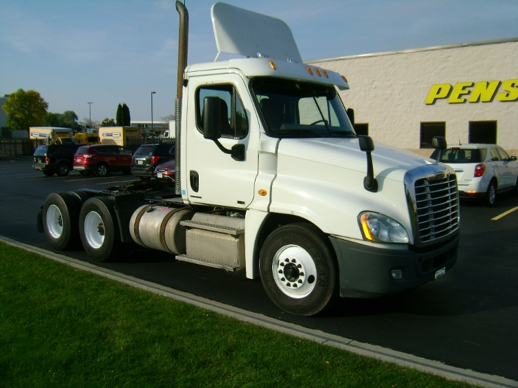 Day Cab Tractor-Heavy Duty Tractors-Freightliner-2011-Cascadia 12564ST-DE PERE-WI-376,995 miles-$44,000