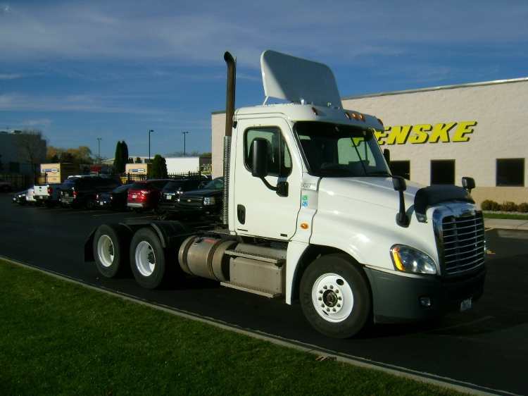 Day Cab Tractor-Heavy Duty Tractors-Freightliner-2011-Cascadia 12564ST-DE PERE-WI-285,284 miles-$44,000