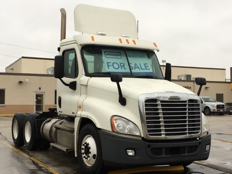 Day Cab Tractor-Heavy Duty Tractors-Freightliner-2011-Cascadia 12564ST-MILWAUKEE-WI-457,050 miles-$47,750
