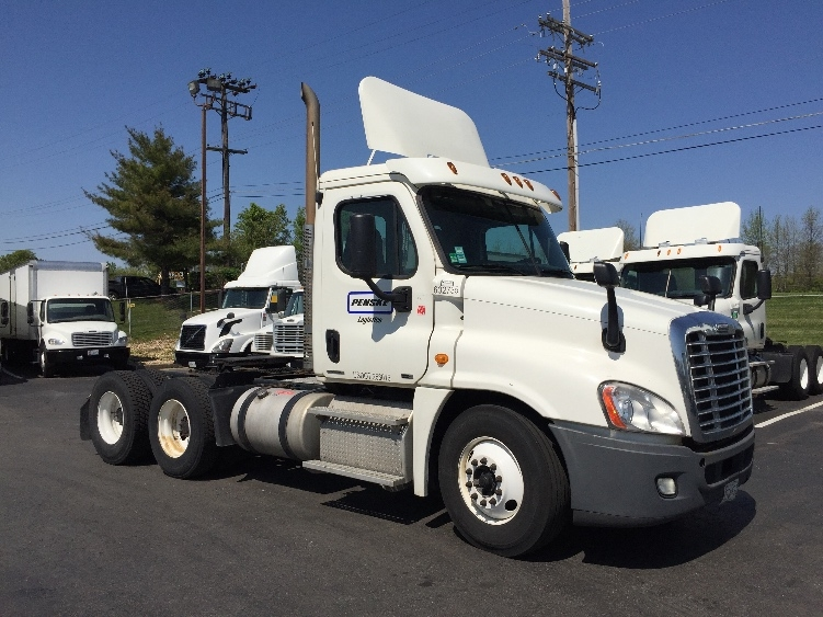 Day Cab Tractor-Heavy Duty Tractors-Freightliner-2011-Cascadia 12564ST-ESSEX-MD-564,814 miles-$32,500