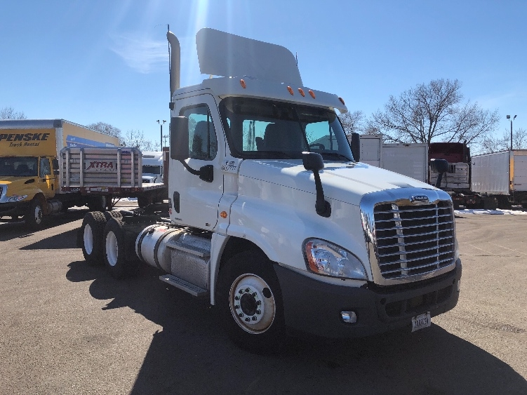 Day Cab Tractor-Heavy Duty Tractors-Freightliner-2011-Cascadia 12564ST-BROOKLYN PARK-MN-477,486 miles-$30,500