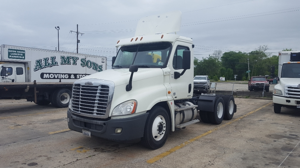 Day Cab Tractor-Heavy Duty Tractors-Freightliner-2011-Cascadia 12564ST-HAMMOND-LA-316,741 miles-$38,500