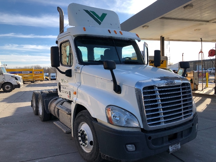 Day Cab Tractor-Heavy Duty Tractors-Freightliner-2011-Cascadia 12564ST-OMAHA-NE-547,736 miles-$34,250