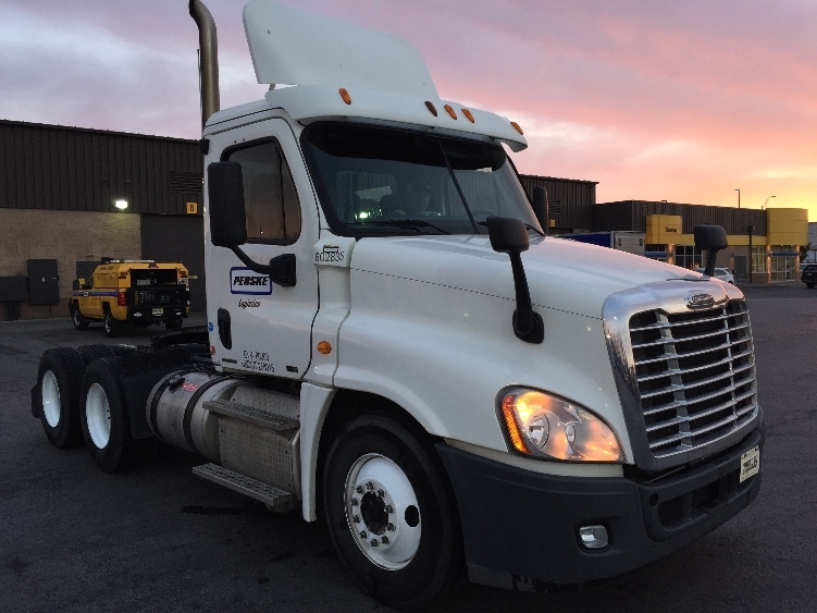 Day Cab Tractor-Heavy Duty Tractors-Freightliner-2011-Cascadia 12564ST-KANSAS CITY-MO-346,812 miles-$33,250