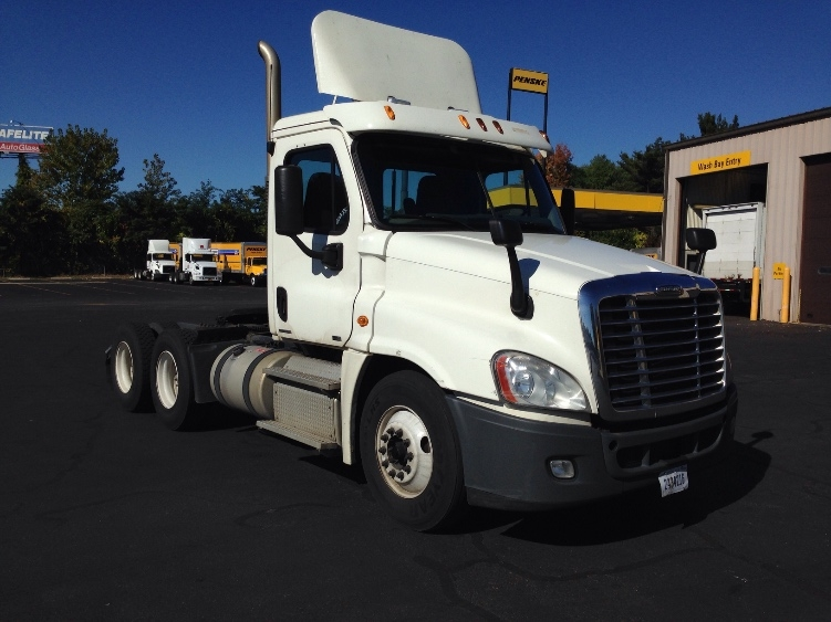 Day Cab Tractor-Heavy Duty Tractors-Freightliner-2011-Cascadia 12564ST-CHICOPEE-MA-605,834 miles-$23,000