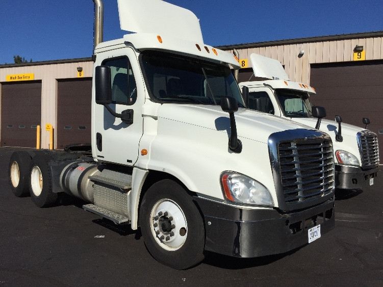 Day Cab Tractor-Heavy Duty Tractors-Freightliner-2011-Cascadia 12564ST-CHICOPEE-MA-649,188 miles-$21,250