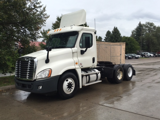 Day Cab Tractor-Heavy Duty Tractors-Freightliner-2011-Cascadia 12564ST-BROOKLYN PARK-MN-444,844 miles-$33,750