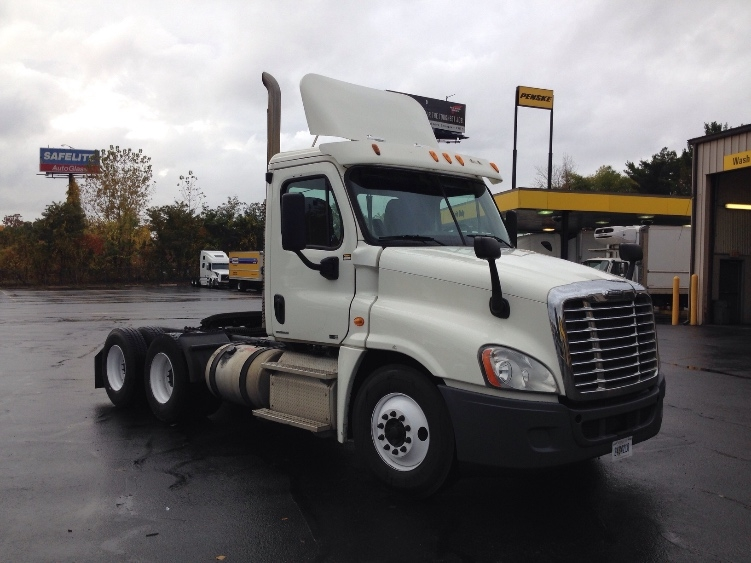 Day Cab Tractor-Heavy Duty Tractors-Freightliner-2011-Cascadia 12564ST-CHICOPEE-MA-516,015 miles-$21,750