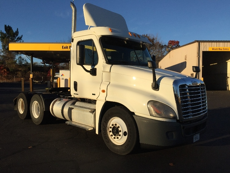 Day Cab Tractor-Heavy Duty Tractors-Freightliner-2011-Cascadia 12564ST-CHICOPEE-MA-468,768 miles-$24,500