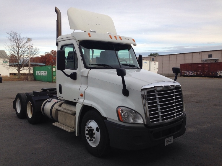 Day Cab Tractor-Heavy Duty Tractors-Freightliner-2011-Cascadia 12564ST-CHICOPEE-MA-570,836 miles-$21,250