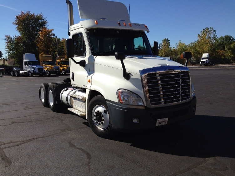 Day Cab Tractor-Heavy Duty Tractors-Freightliner-2011-Cascadia 12564ST-CHICOPEE-MA-561,983 miles-$21,250