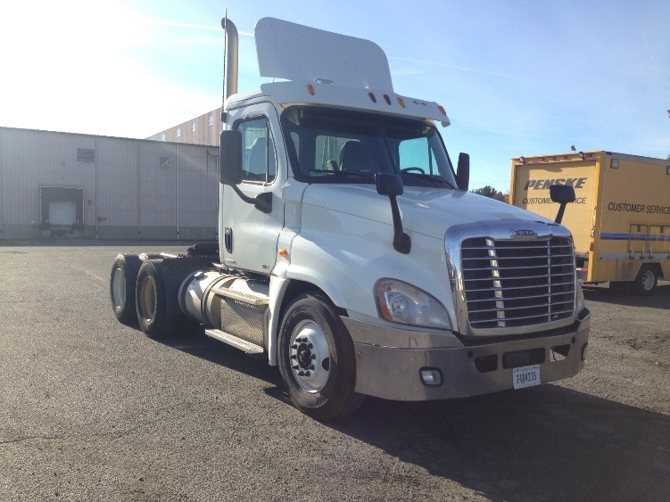 Day Cab Tractor-Heavy Duty Tractors-Freightliner-2011-Cascadia 12564ST-CHICOPEE-MA-572,302 miles-$20,500