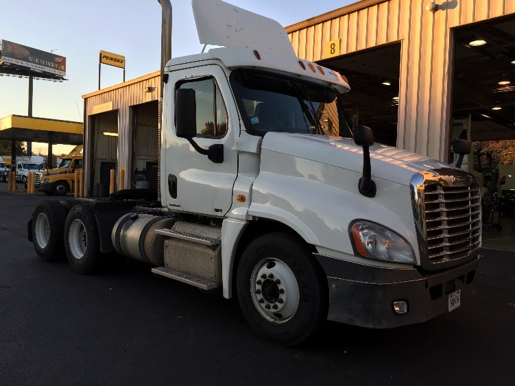 Day Cab Tractor-Heavy Duty Tractors-Freightliner-2011-Cascadia 12564ST-CHICOPEE-MA-544,165 miles-$21,500