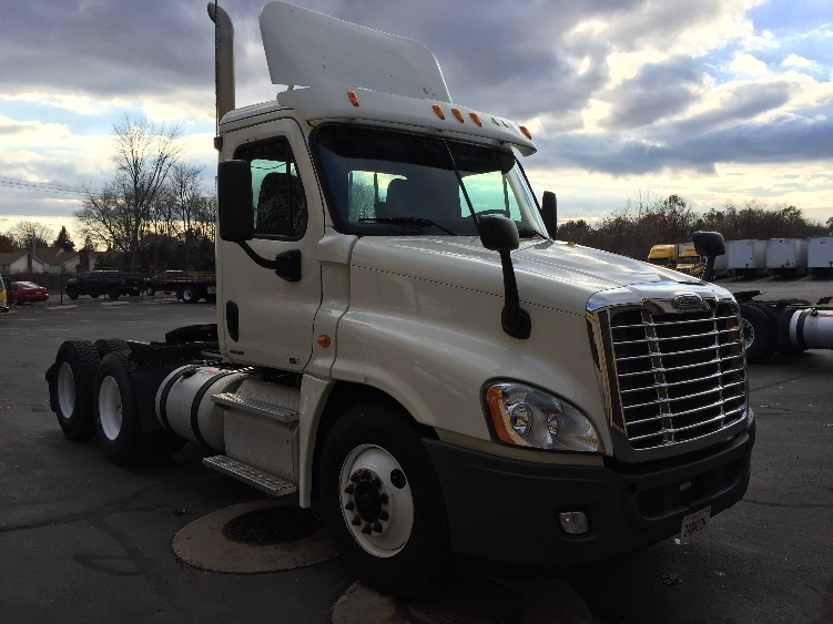 Day Cab Tractor-Heavy Duty Tractors-Freightliner-2011-Cascadia 12564ST-CHICOPEE-MA-572,756 miles-$20,500
