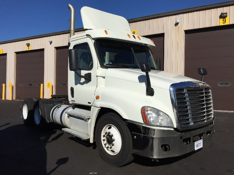 Day Cab Tractor-Heavy Duty Tractors-Freightliner-2011-Cascadia 12564ST-CHICOPEE-MA-505,730 miles-$22,000