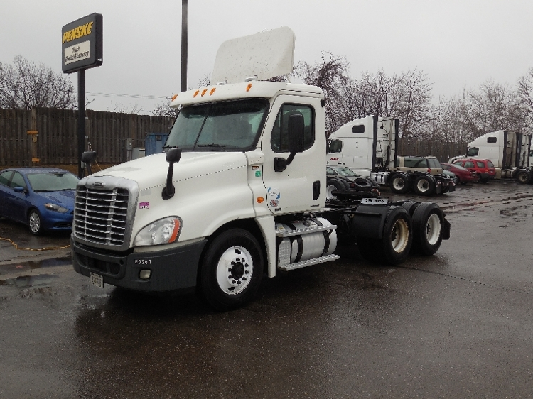 Day Cab Tractor-Heavy Duty Tractors-Freightliner-2011-Cascadia 12564ST-BROOKLYN PARK-MN-458,361 miles-$35,000