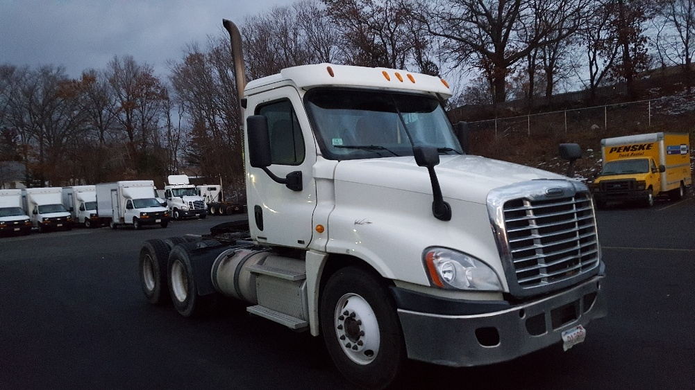 Day Cab Tractor-Heavy Duty Tractors-Freightliner-2011-Cascadia 12564ST-LAWRENCE-MA-412,117 miles-$29,500