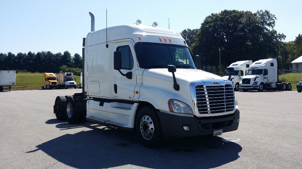 Sleeper Tractor-Heavy Duty Tractors-Freightliner-2011-Cascadia 12564ST-COOKEVILLE-TN-677,986 miles-$32,250
