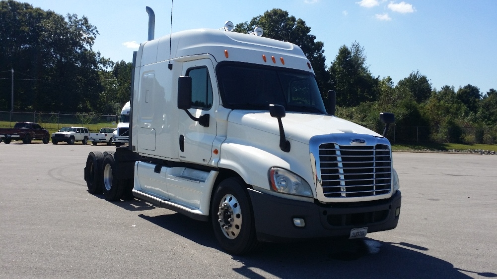 Sleeper Tractor-Heavy Duty Tractors-Freightliner-2011-Cascadia 12564ST-COOKEVILLE-TN-700,485 miles-$35,750