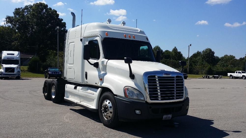 Sleeper Tractor-Heavy Duty Tractors-Freightliner-2011-Cascadia 12564ST-COOKEVILLE-TN-670,991 miles-$36,500