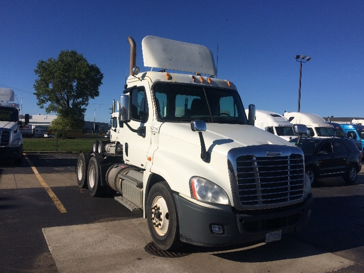 Day Cab Tractor-Heavy Duty Tractors-Freightliner-2011-Cascadia 12564ST-SAINT LAURENT-PQ-652,350 km-$50,500