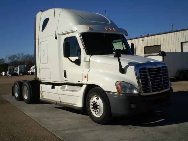 Sleeper Tractor-Heavy Duty Tractors-Freightliner-2011-Cascadia 12564ST-BELDEN-MS-657,062 miles-$28,750