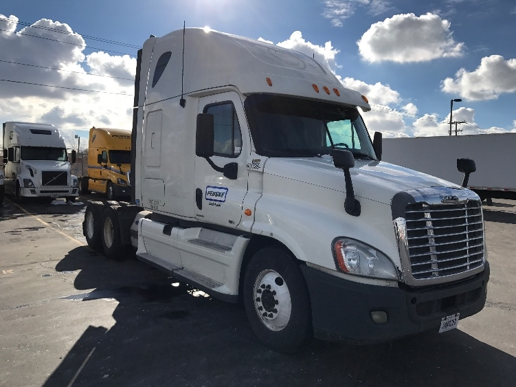 Sleeper Tractor-Heavy Duty Tractors-Freightliner-2011-Cascadia 12564ST-SPARKS-NV-666,921 miles-$35,750