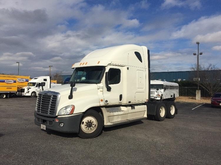Sleeper Tractor-Heavy Duty Tractors-Freightliner-2011-Cascadia 12564ST-NORFOLK-VA-468,909 miles-$39,500