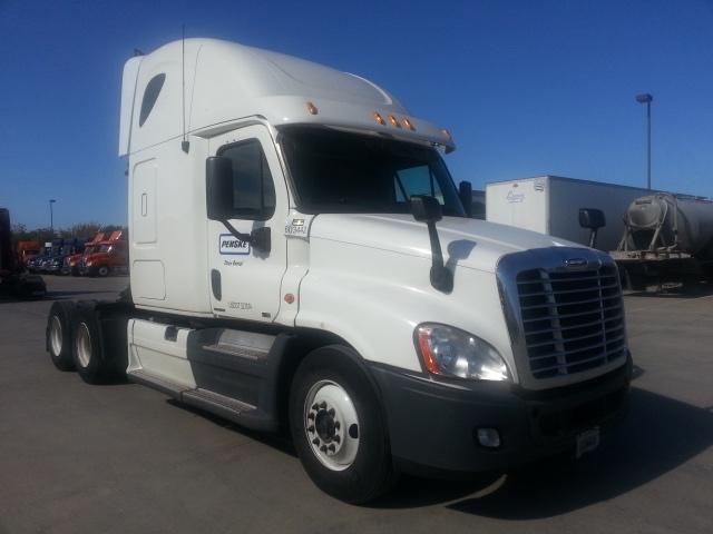 Sleeper Tractor-Heavy Duty Tractors-Freightliner-2011-Cascadia 12564ST-KENT-WA-601,590 miles-$37,500