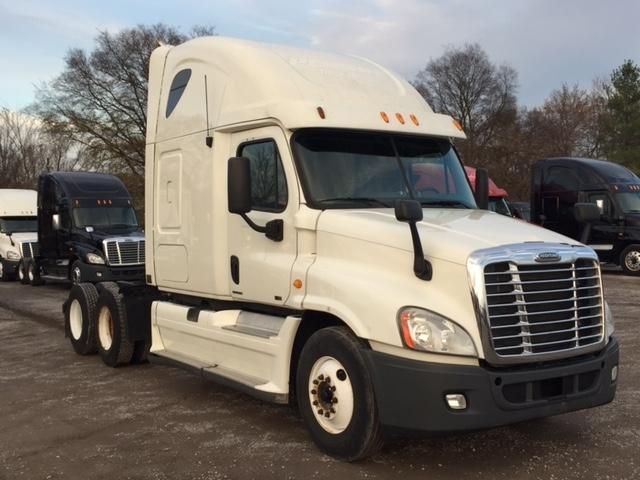Sleeper Tractor-Heavy Duty Tractors-Freightliner-2011-Cascadia 12564ST-SMYRNA-TN-654,315 miles-$16,000