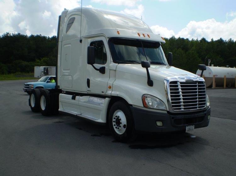 Sleeper Tractor-Heavy Duty Tractors-Freightliner-2011-Cascadia 12564ST-GADSDEN-AL-545,529 miles-$35,250