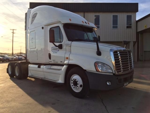 Sleeper Tractor-Heavy Duty Tractors-Freightliner-2011-Cascadia 12564ST-DALLAS-TX-672,000 miles-$32,500