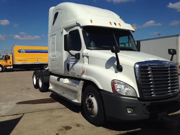 Sleeper Tractor-Heavy Duty Tractors-Freightliner-2011-Cascadia 12564ST-SAN ANTONIO-TX-635,140 miles-$32,500
