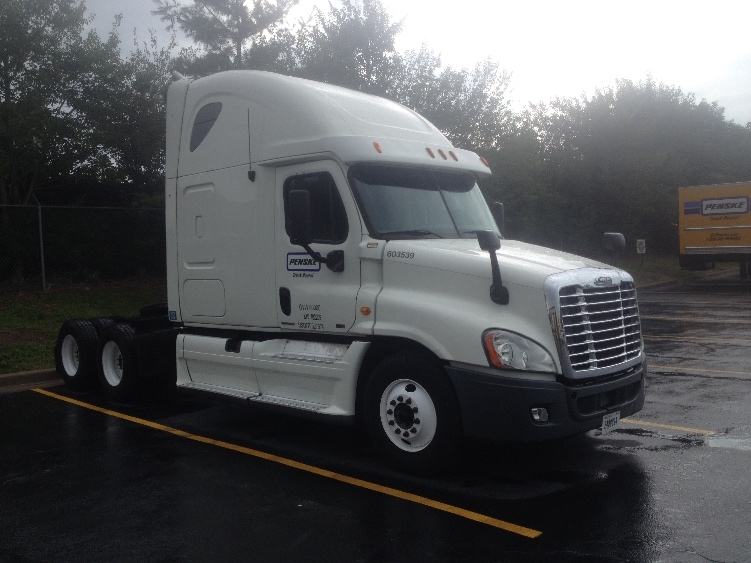 Sleeper Tractor-Heavy Duty Tractors-Freightliner-2011-Cascadia 12564ST-CHESTER-VA-544,809 miles-$34,750