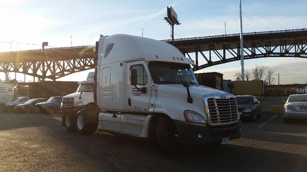Sleeper Tractor-Heavy Duty Tractors-Freightliner-2011-Cascadia 12564ST-WEST VALLEY CITY-UT-559,012 miles-$33,250